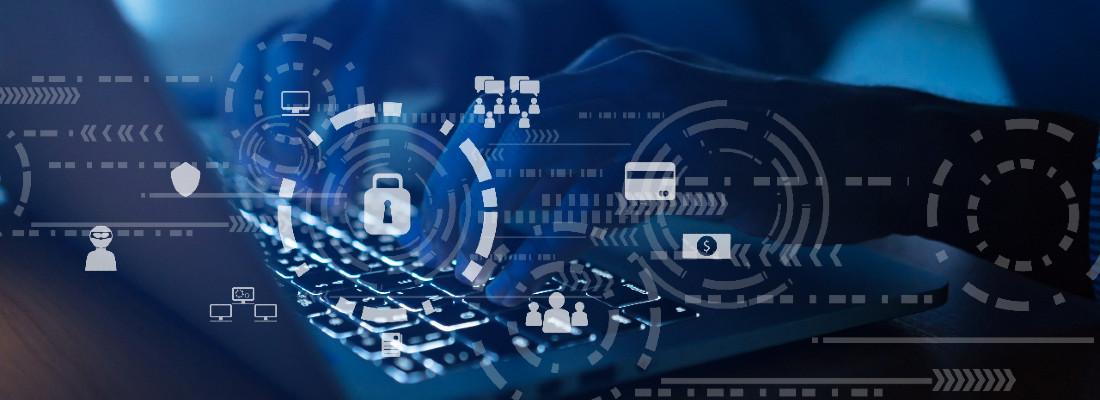 Imagens de mãos sobre teclado de computador, com ícones que remetem a dados e à segurança em primeiro plano
