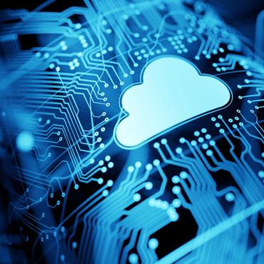 Foto de placa de circuito eletrônico com desenho de nuvem por cima
